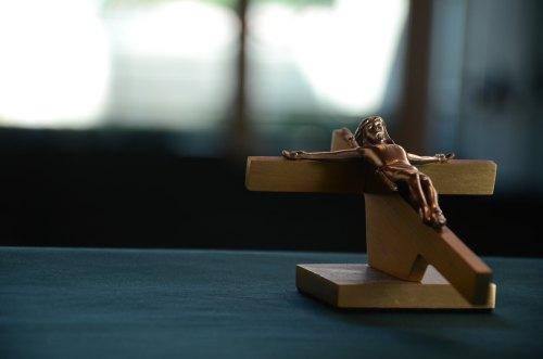 Crucifix by Iv Horton-161649-unsplash