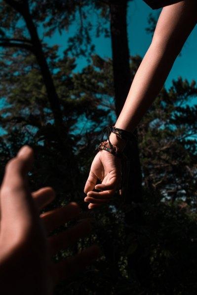 Hands Reaching by Shalom de Leon-535537-unsplash
