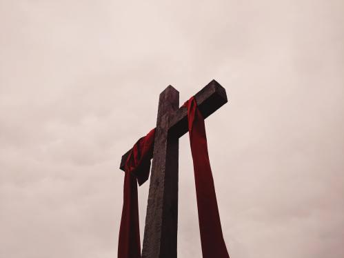 200410 Cross by alicia-quan-kBybHJ3CEWI-unsplash